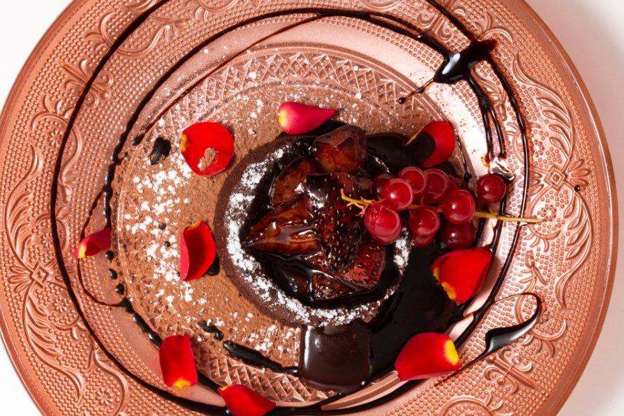 Coulant artesano de Chocolate con fresas salteadas en balsámico dulce